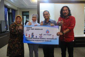 PT. TEP Salurkan Donasi 3.000 Topi Sekolah