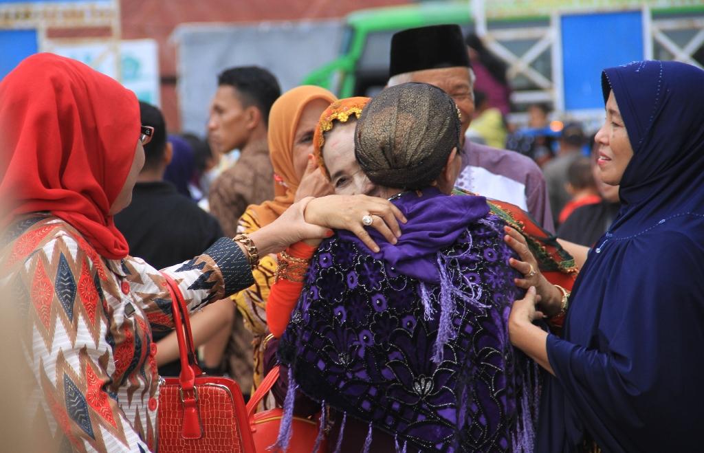 Jemaah Haji Tiba,Peluk dan Kecup Menyerbu