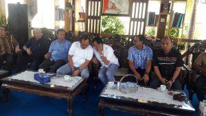 Berteman Dengan Angin ; Dr. H. Suhardi Duka, MM.