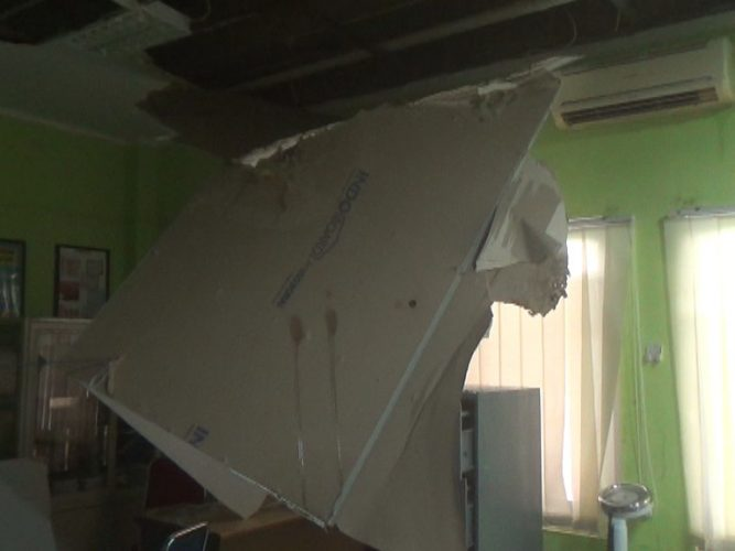 Plafon Ruangan Poliklinik Obgyn RS Regional Sulbar Rubuh