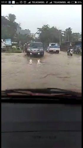 Macet, Ruas Jalan Martadinata Tergenang Air Hujan