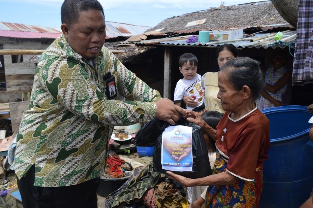 Ombudsman Sulbar Salurkan Bantuan dan Pantau Pelayanan Pemerintah Terhadap Korban Banjir