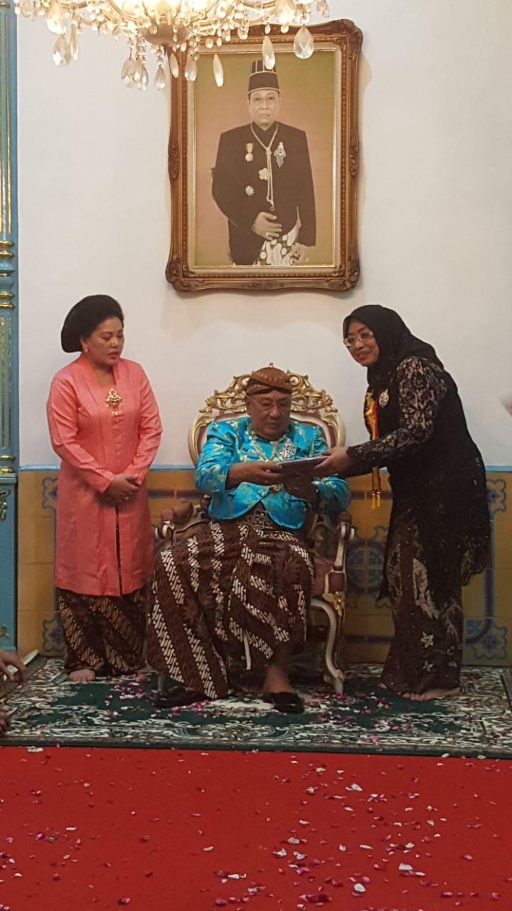Enny Anggraeni Dapat Gelar dari Keraton Surakarta