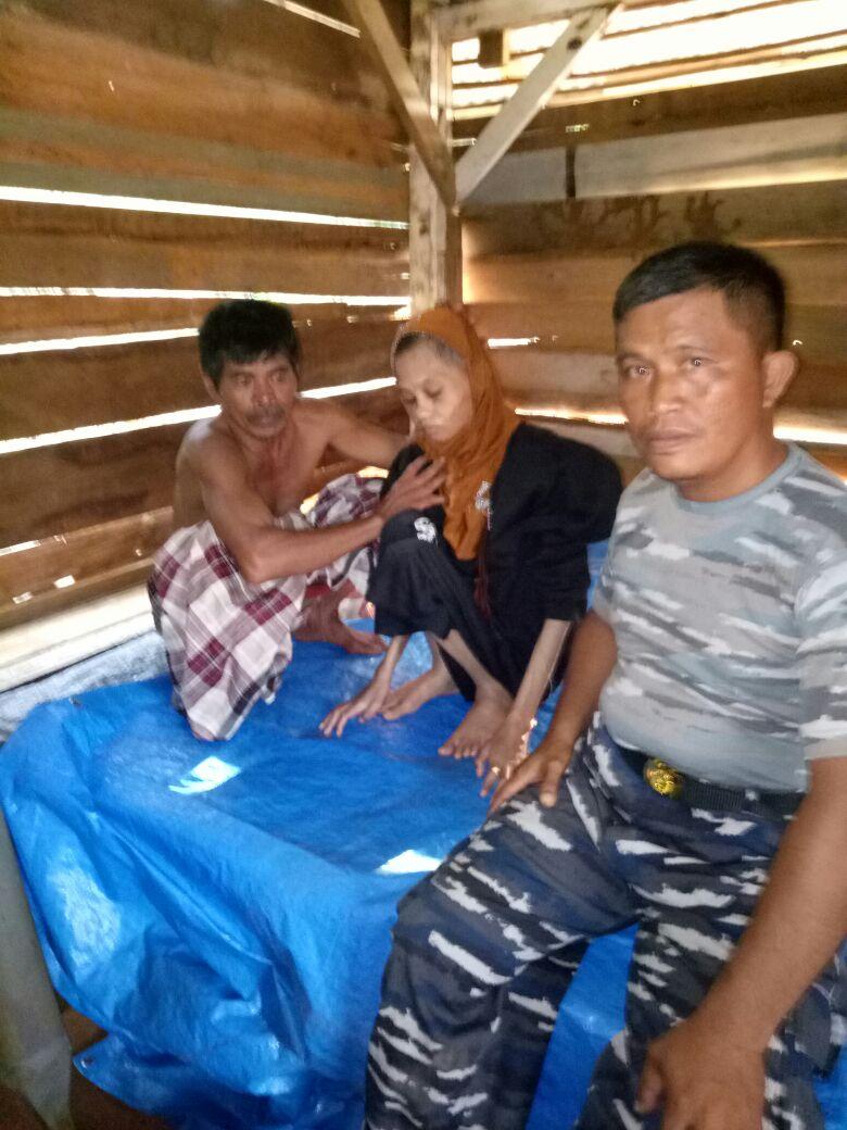 Posmat TNI AL Lampia Bantu Warga Petani Penderita Kelumpuhan