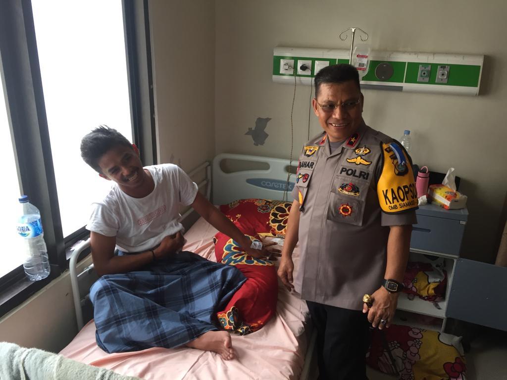 Kapolda Sulbar Besuk Wartawan Tribun Timur di Rumah Sakit Bhayangkara.