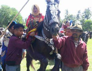 63 Sayyang Pattu'du Menari di Desa Sumarrang