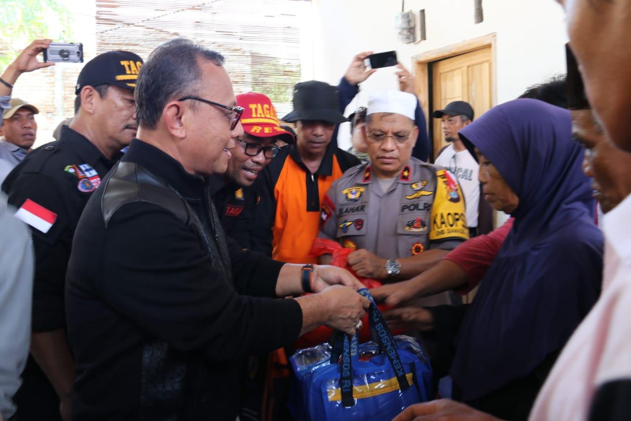 Bupati Beri Bantuan Kepada Warga Korban Banjir