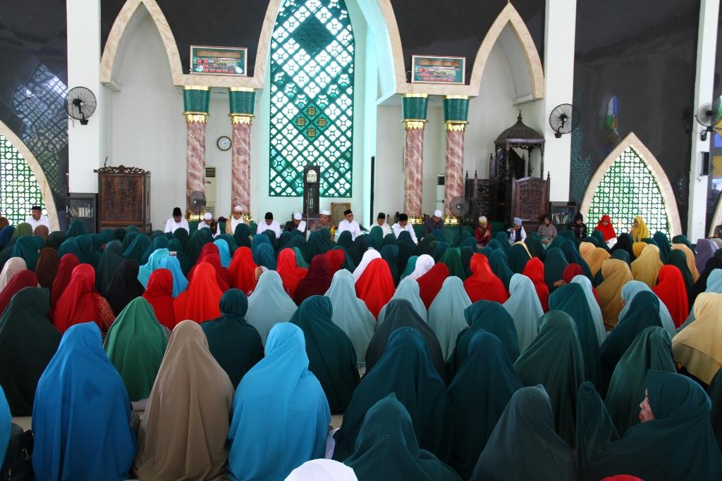 Ribuan Ibu Majelis Taklim Ramaikan Pengajian Akbar