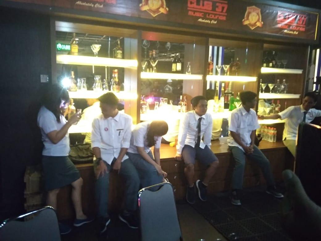 Ditemukan Pelayan Berseragam SMA Bersiap Layani Tamu di Club 37 d'Maleo