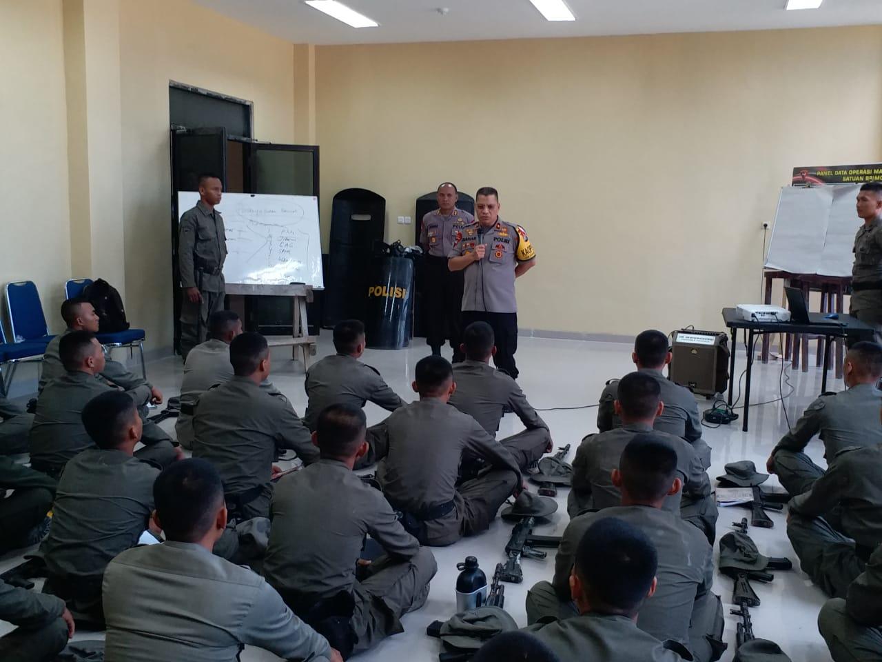 Kapolda Beri Motivasi Kepada Para Bintara Remaja Yang Ikut Pelatihan di Brimob Polda Sulbar