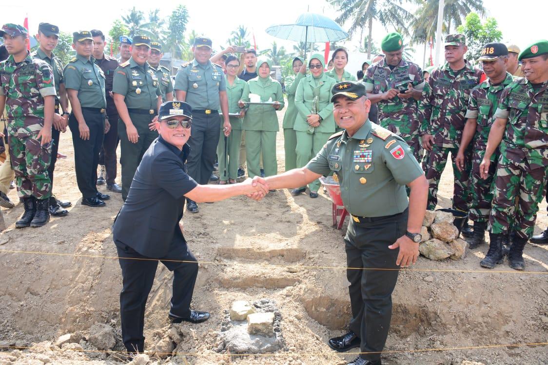 Pangdam XIV/ HSN Letakkan Batu Pertama Pembangunan Koramil Topoyo