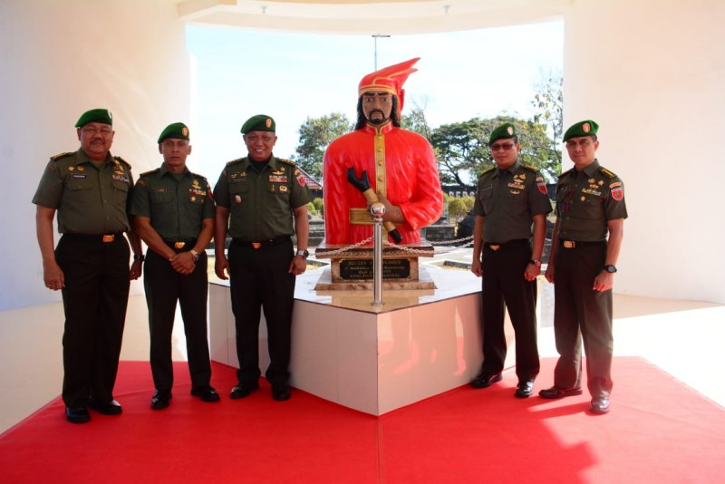 Pejabat Baru Kodam XIV / Hasanuddin Ziarah Ke Makam Sultan Hasanuddin