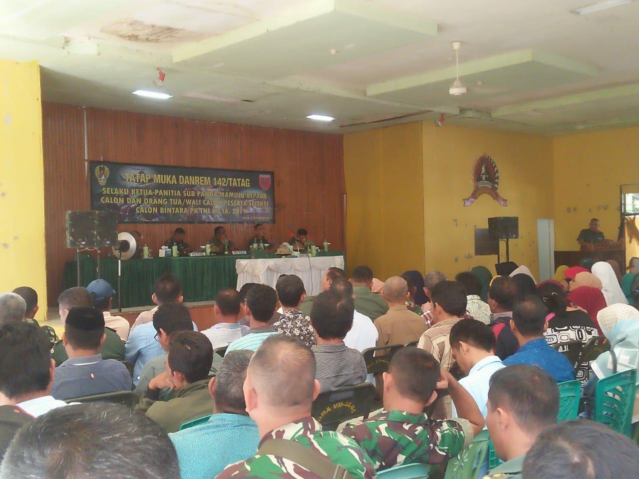 DANREM 142/TATAG TATAP MUKA DENGAN ORANG TUA CALON PESERTA SECABA PK TNI - AD