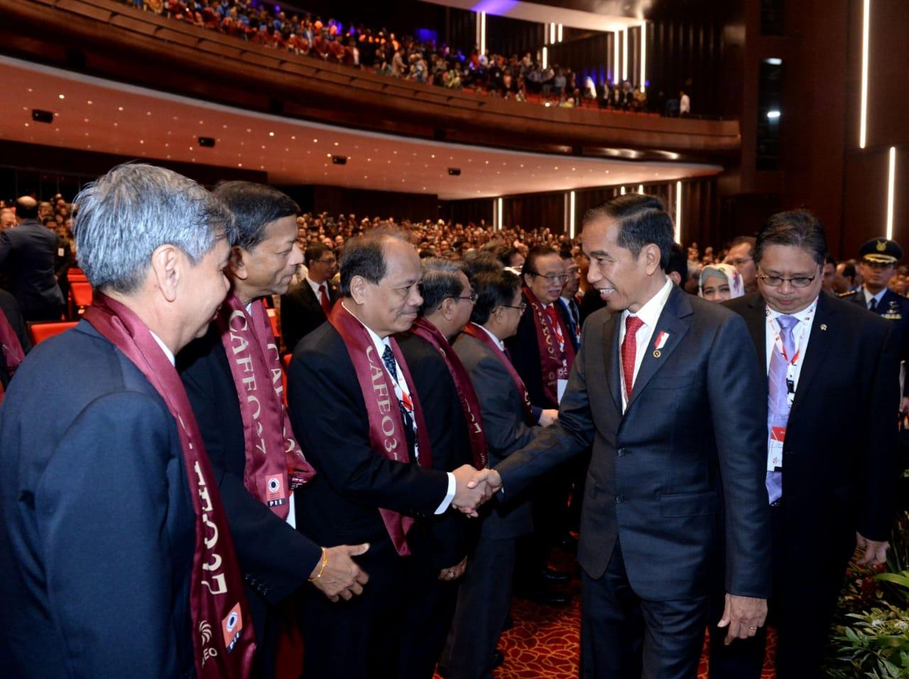 Terima Penghargaan dari AFEO, Presiden Jokowi: Penghargaan Ini Milik para Insinyur Indonesia