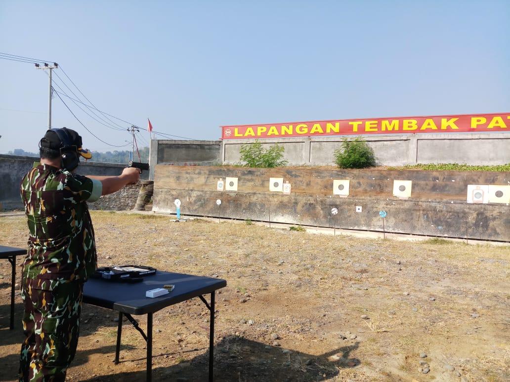 Kapolda Sulbar Tunjukkan Kemampuan Menembak