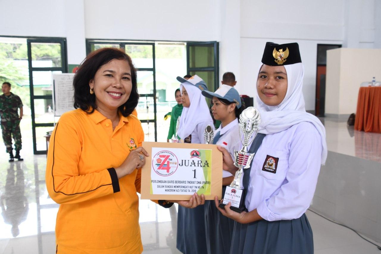 SMA NEG. 1 Mamuju Juara di Lomba Baris DI Korem 142/Ttg