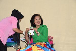 Danrem Bersama Ketua Persit KCK Koorcab Ren 142 Tatag Donor Darah