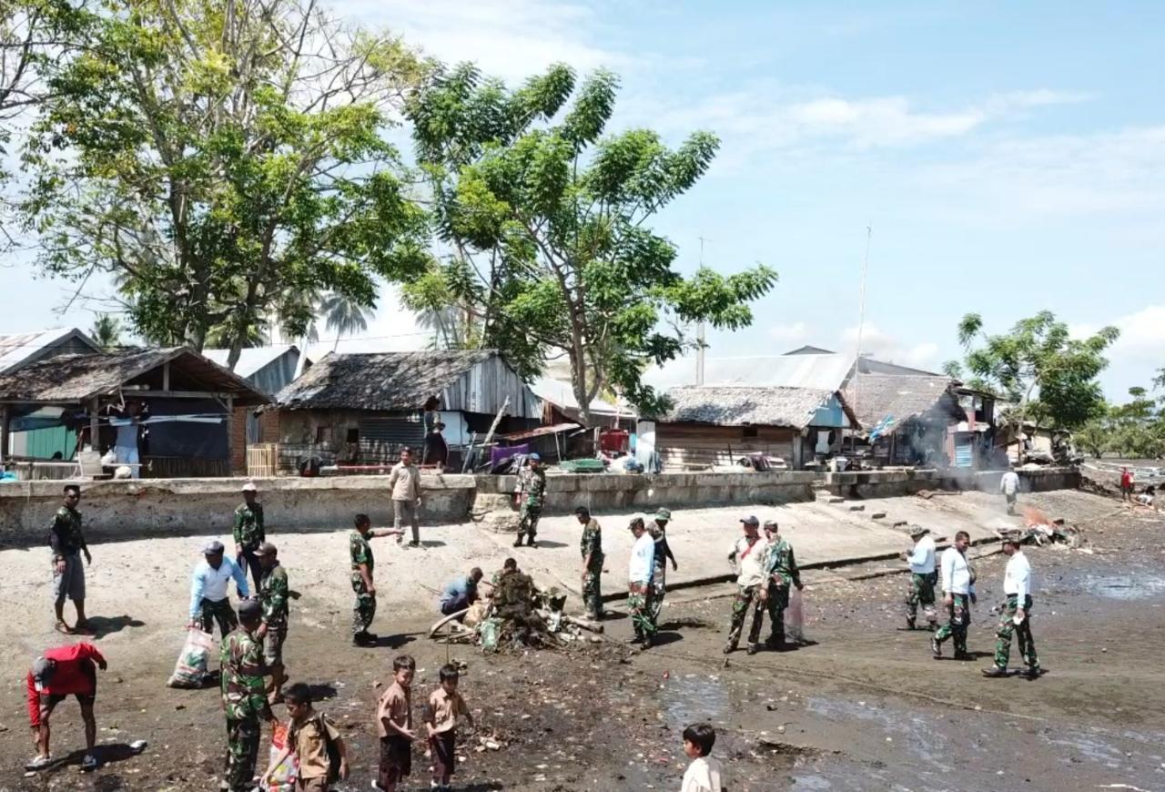 Sambut HUT TNI Ke-74 Lanal Mamuju Bersih-bersih Pantai dan Pemeriksaan Kesehatan Gratis
