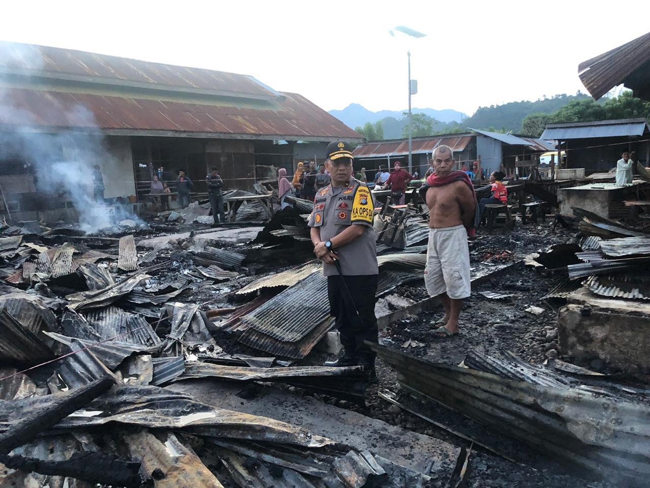 Peduli, Kapolda Sulbar Datangi Langsung Lokasi Kebakaran di Pasar Tasiu.