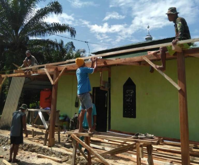 Masuk Hari ke 18, TMMD Reguler Melanjutkan Renovasi Teras Masjid