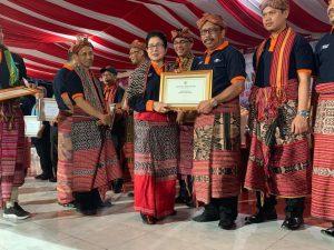 Pemkab Mamuju Boyong Dua Penghargaan