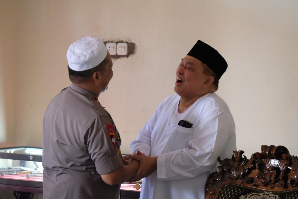 Silaturahmi dengan Mayjen (Purn) Salim S. Mengga, Kapolda Sulbar Minta Dukungan Jaga Kedamaian NKRI