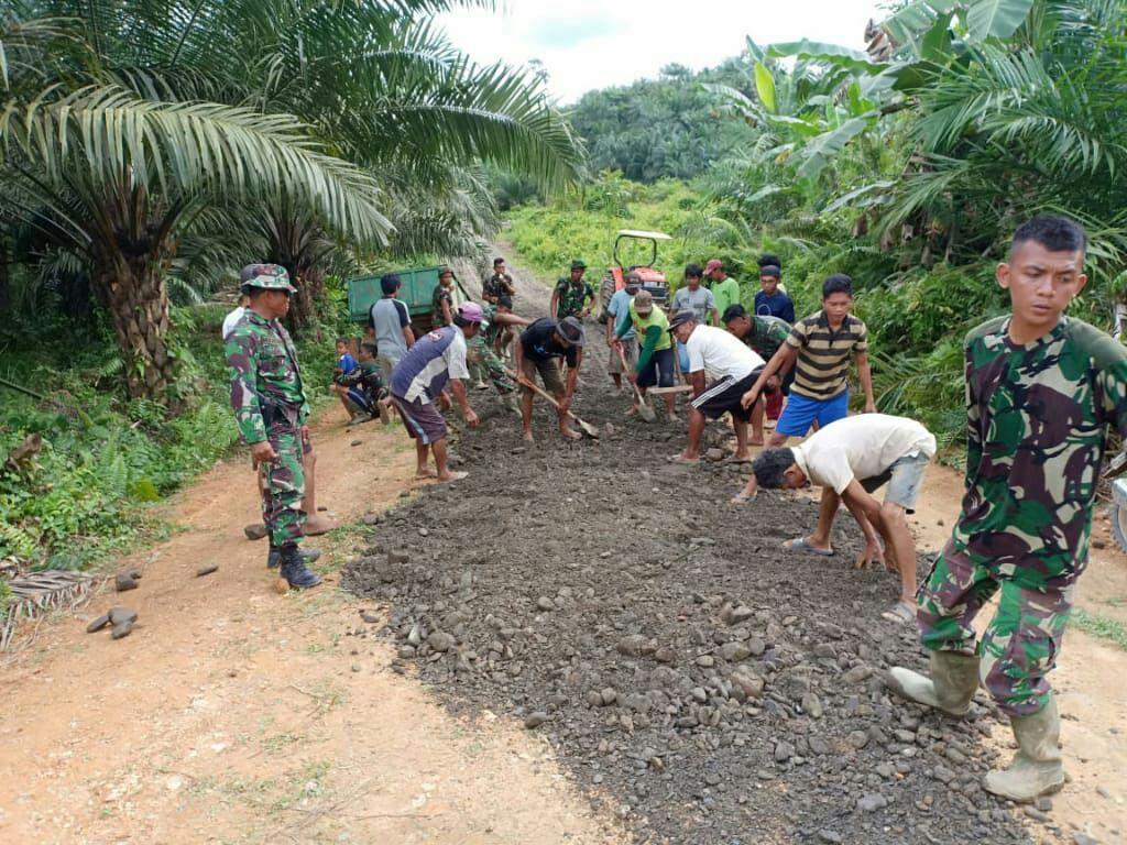 Sinergitas TNI dan Rakyat di TMMD 106 Kodim 1418/Mamuju