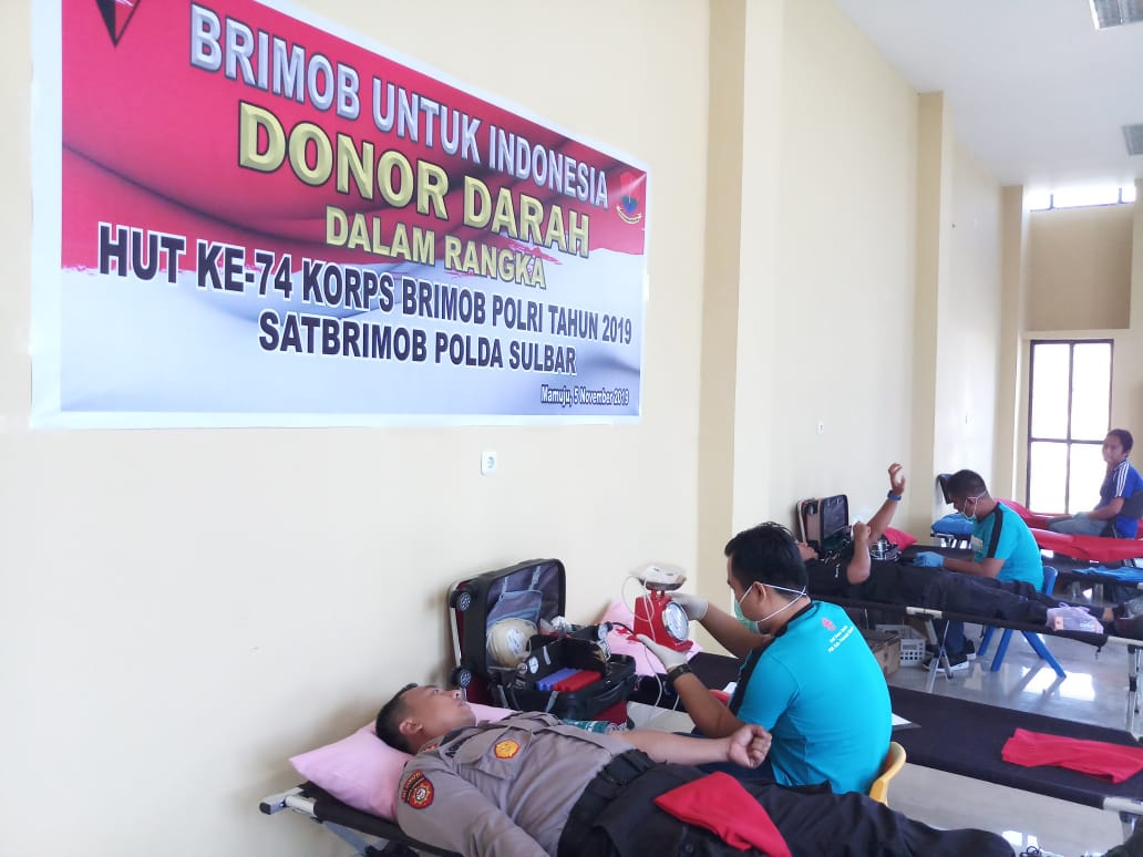 Bakti Kesehatan dan Donor Darah Meriahkan Hut Brimob Ke-74 Polda Sulbar