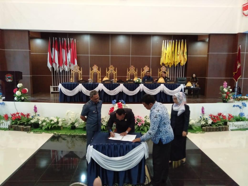 Miskomunikasi ! Rapat Paripurna DPRD Mamuju Berlangsung Alot