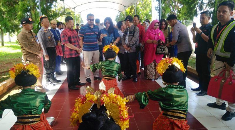 Puluhan Raja-raja se Nusantara Tiba di Bandara Tampa Padang Mamuju