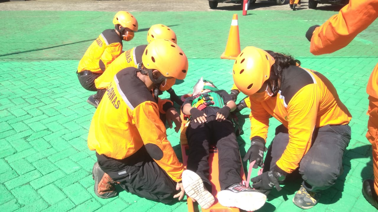 Simulasi Penanganan Korban Kecelakaan Lalulintas Basarnas Mamuju