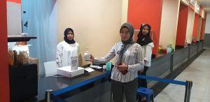 Cegah Covid-19, Pengunjung Matos di Periksa dan Disediakan Hand Sanitizer