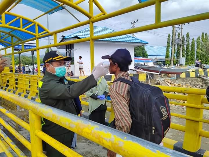 Penumpang Kapal Ferry Mamuju di Cek Suhu Badan