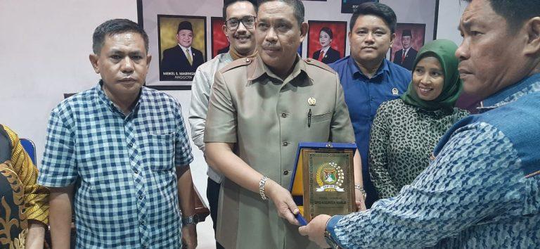 Bapemperda DPRD Mamuju Studi Banding ke Manado