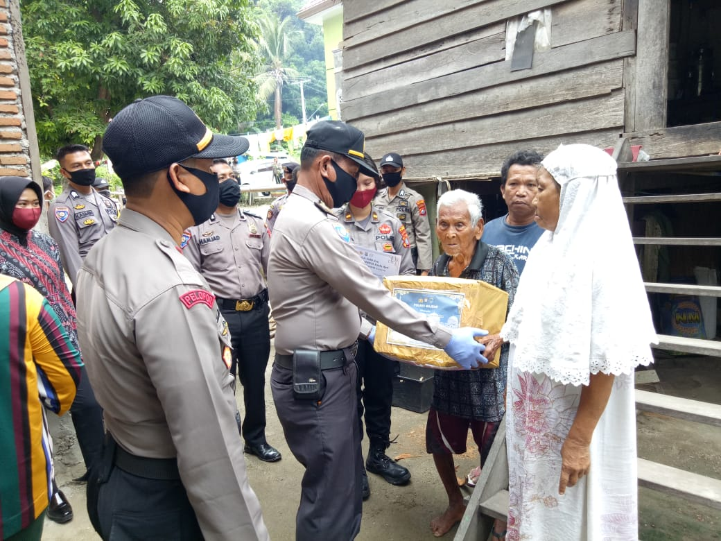 Ditengah Pandemi Covid-19, Polda Sulbar Terus Berbagi Dengan Masyarakat Kurang Mampu
