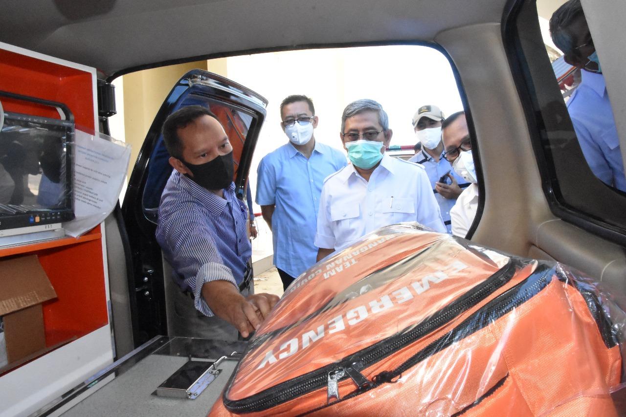 Ali Baal Masdar Serahkan Empat Unit Mobil Ambulance