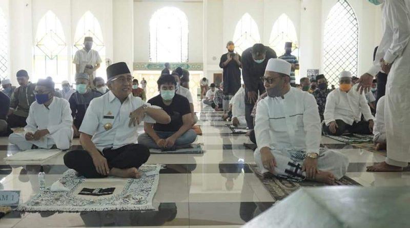Bupati Mamuju Habsi Wahid Jumatan di Suhada