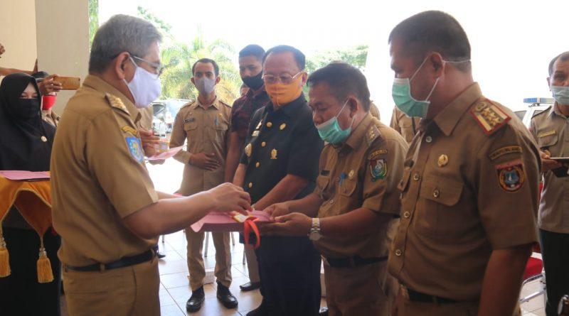 Gubernur Sulbar Serahkan  Ambulance, Mobil Tangki dan Tandon Air