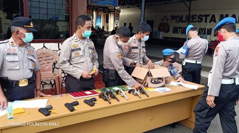 Pemeriksaan Berkala, Sub bagian Logistik Polresta Mamuju Amankan Sejumlah Senpi Personil