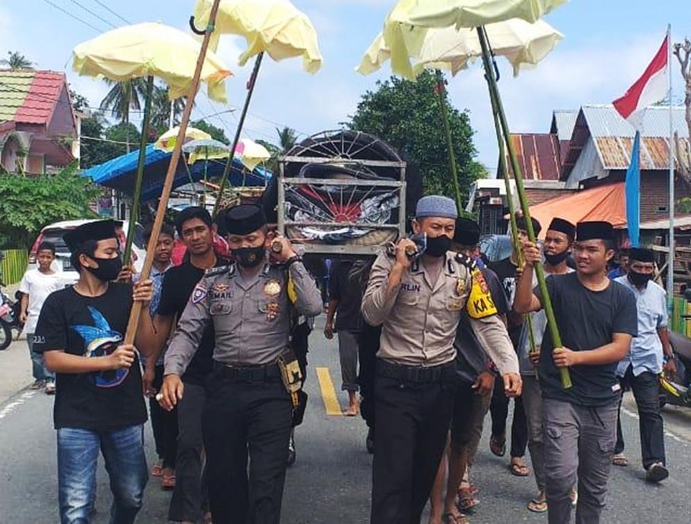 Personil Polsek Sendana Bantu Proses Pemakaman Jenazah