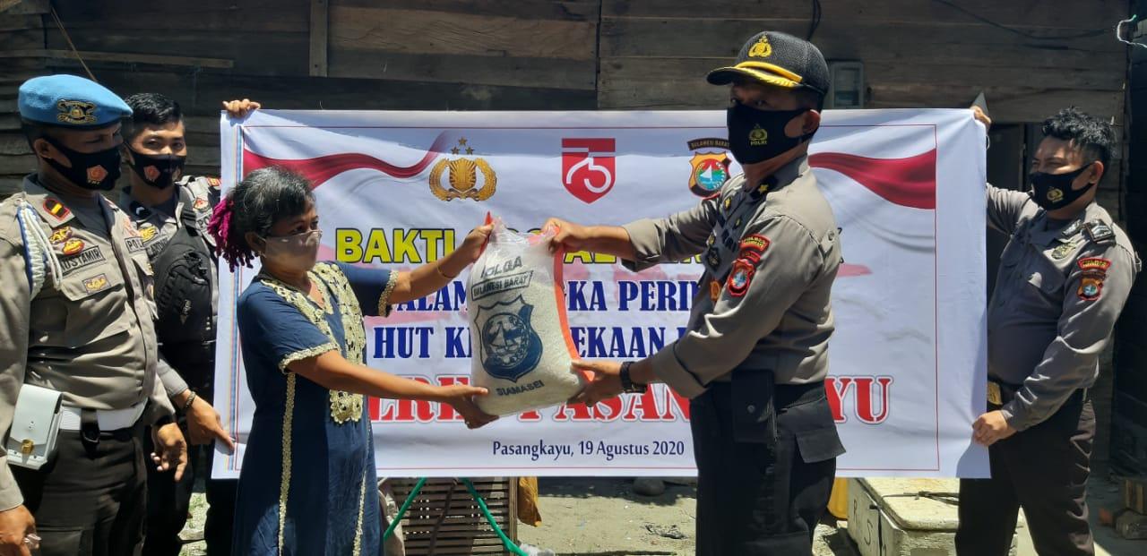 Peringati HUT RI Ke 75, Polres Pasangkayu Berbagi 260 Karung Beras.