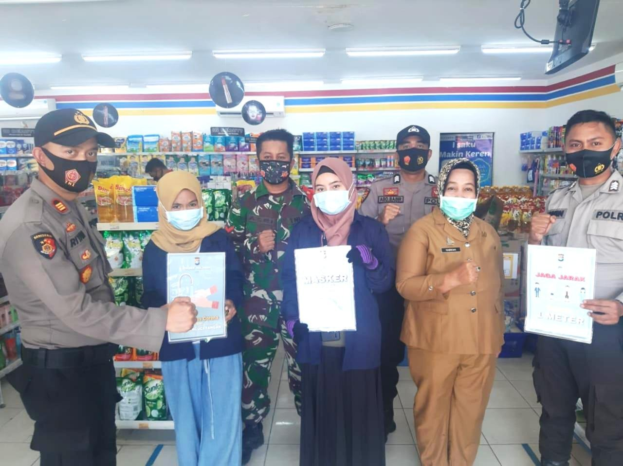 Polsek Malunda Bersinergi Unsur Tiga Pilar Edukasi Protokol Kesehatan Di Mini Market