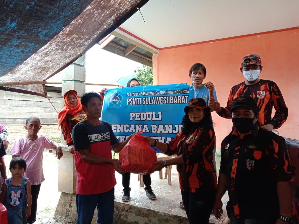 MPC PP Bersama PSMTI Mamuju Serahkan Bantuan di Kec.Bonehau