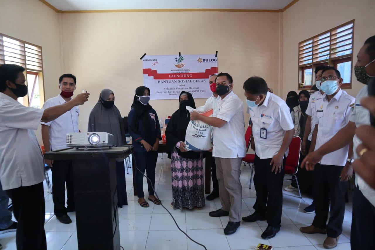 Kemensos RI Salurkan Bantuan Sosial Beras untuk KPM PKH di Mamuju