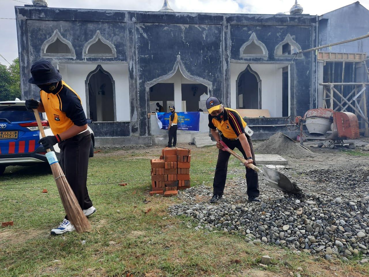Gelora Hut Lantas Ke-65, Satuan Lalu Lintas Polres Majene Kerja Bakti di Tempat Ibadah