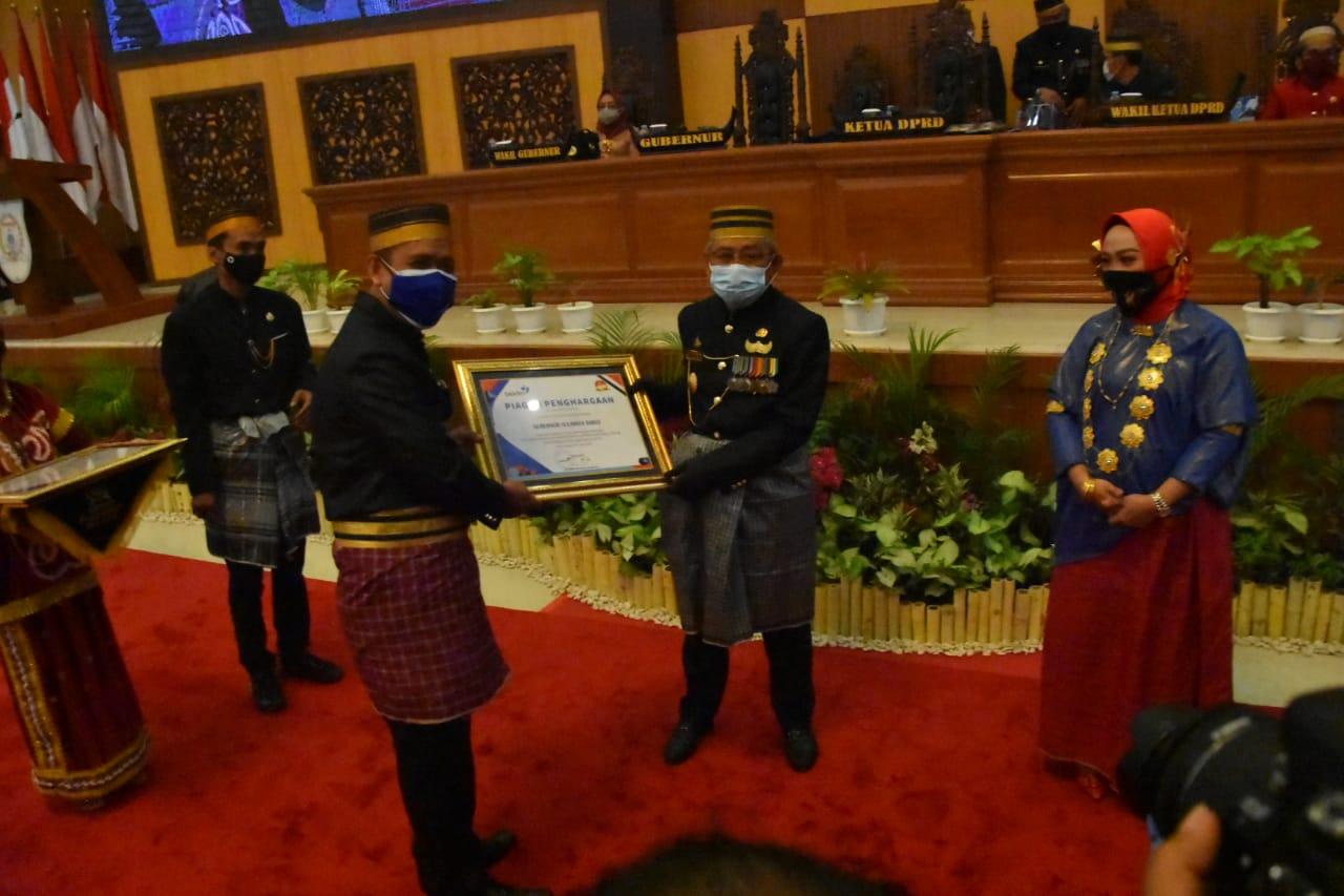 Ali Baal Terima Penghargaan Dari BKKBN
