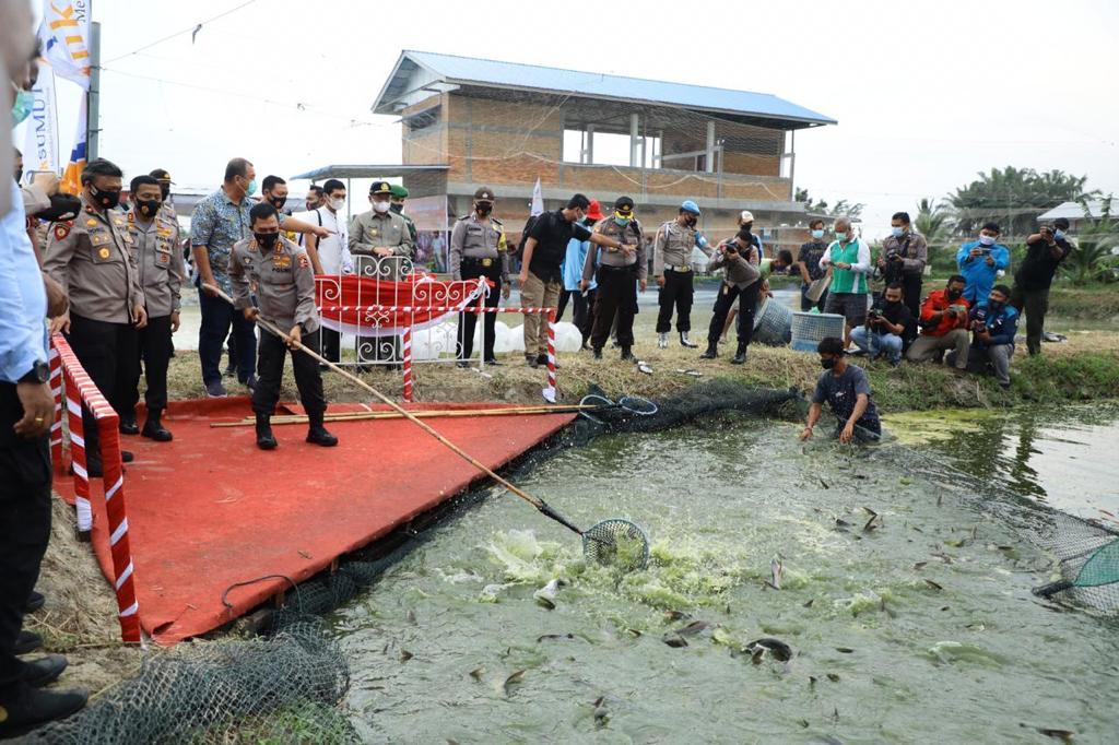 Kabaharkam Polri Tebar 10 Ribu Bibit Ikan di Sergai