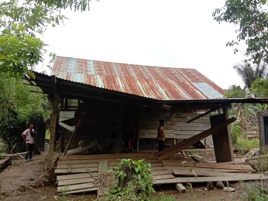 Dampak Banjir Kec.Bonehau ,Tiga Rumah Rusak Parah