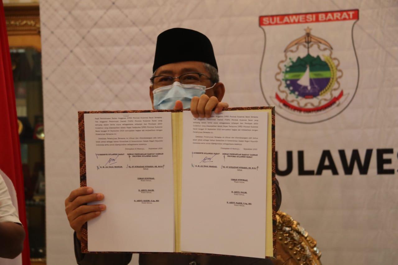 Gubernur dan Ketua DPRD Sulbar Tanda Tangan RAPBD 2020
