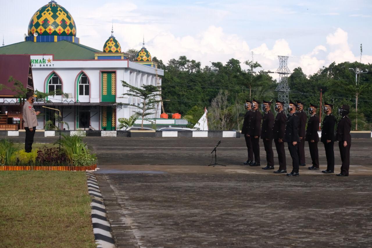 Kapolda Sulbar Lantik 10 Orang Siswa SIP Angkatan 49